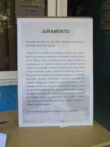 Tafel neben den Kondolenzbüchern für Fidel Castro